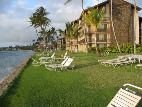 Just want to relax? Enjoy the Papakea Resorts vast areas of open space on the ocean front.