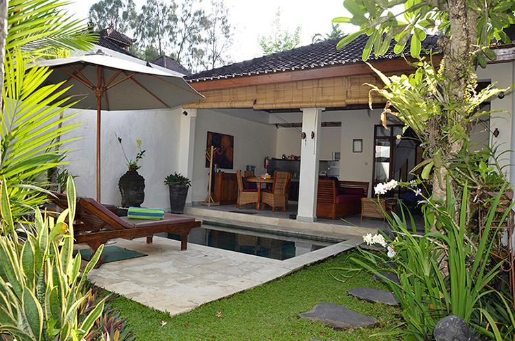 Comer and stay. Villa Kembali is perfect for one or a couple.