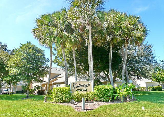 Quiet, relaxing condo w/ heated pool just a short drive from the beach, holiday rental in Everglades City