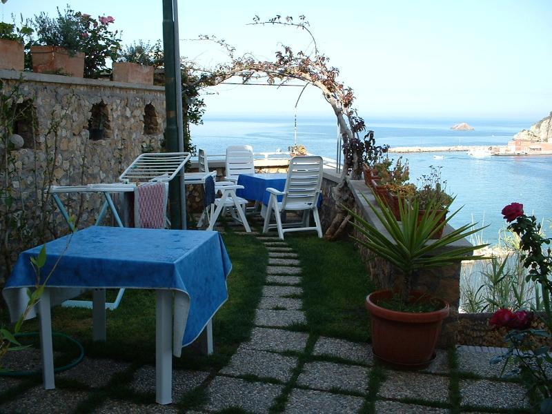 Splendido monolocale al centro di Ponza, location de vacances à Île de Ponza
