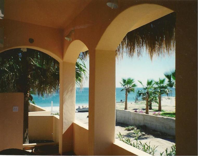 Marino Vista patio, a 20 pasos de la playa