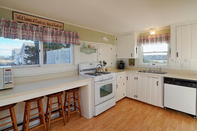 Right Side - Full Kitchen