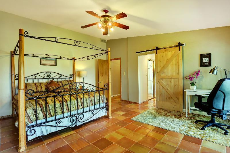 Quarto principal com cama king size