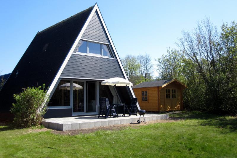 Ferienhaus Damp - WLAN - TOP - 400m bis zum Strand, aluguéis de temporada em Waabs