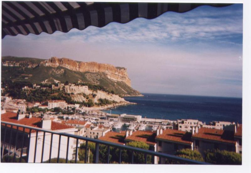Vue panoramique sur la Mer le port et le Cap Canaille plus haute falaise maritime d'Europe 410 M