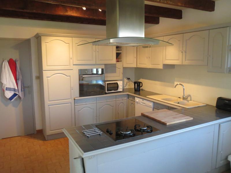 Kitchen with dishwasher, hob (gas/induction), oven,  microwave, fridge freezer, kettle, toaster
