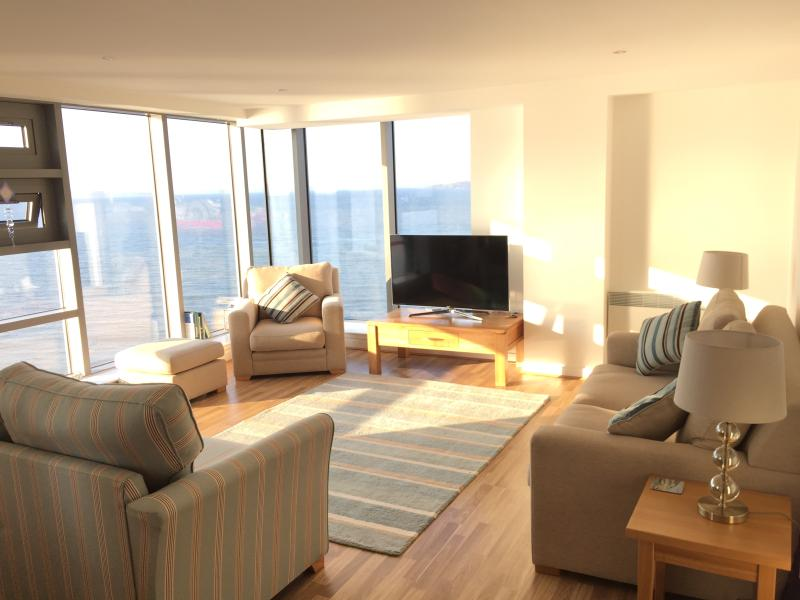 Luxury Edinburgh Apartment with Sea View, location de vacances à Burntisland