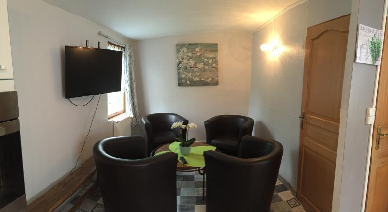 gite de l'hermitage  studio ** pour 4 personnes, aluguéis de temporada em Antoing