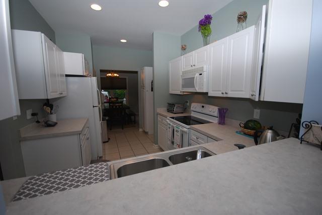 Kitchen - 28 Kaitlyn Dr