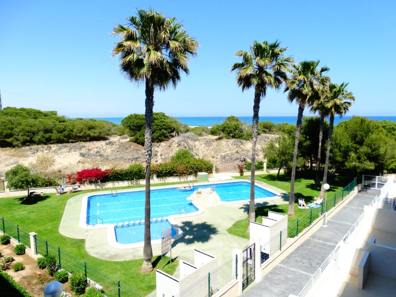 Luxury apartment 100m beach, WiFi, Smart TV, AC, holiday rental in La Mata