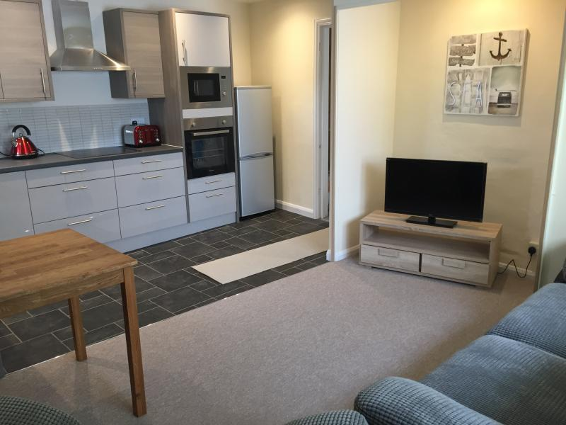 Brand new kitchen, lounge, diner. Washing machine, dishwasher, oven and microwave.