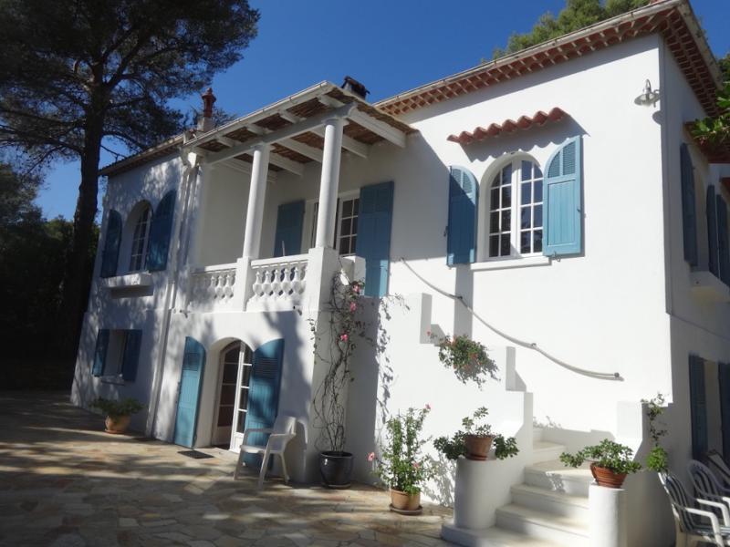 Villa Les Bruyères Sarrazine à Cavalaire-sur-Mer - piscine chauffée avec Vue Mer, holiday rental in Cavalaire-Sur-Mer