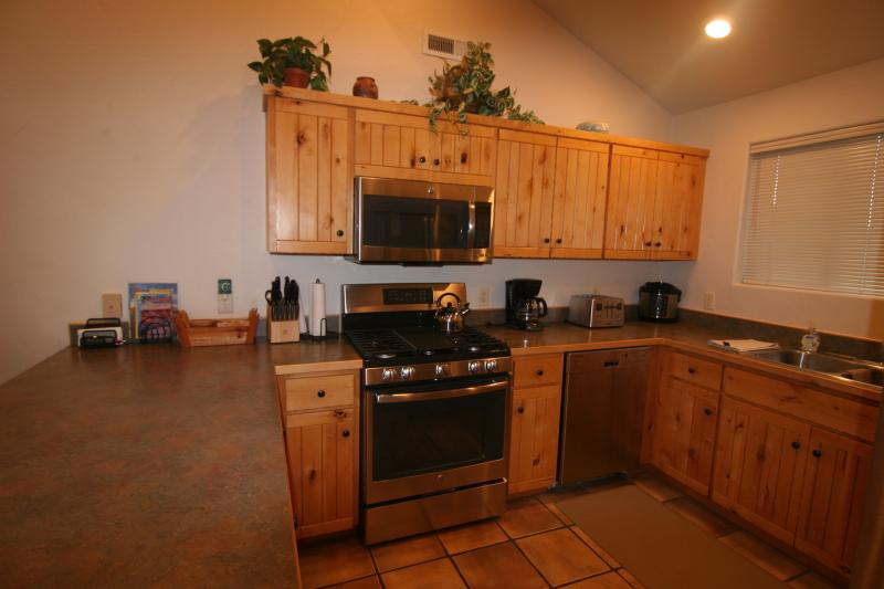 New stainless steel stove, microwave, fridge and upgraded high end dishwasher,rice cooker,coffee pot