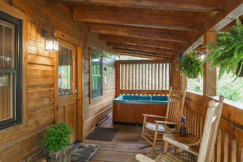 Downtown Perch location, location, location!!!!, location de vacances à Parc national des Great Smoky Mountains