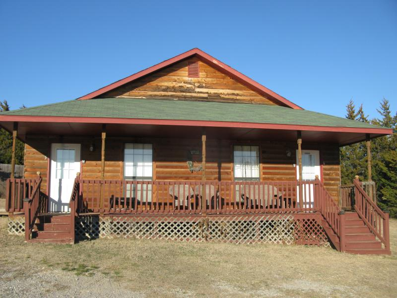 The Getaway - Cedar Creek Cabins, holiday rental in Sulphur