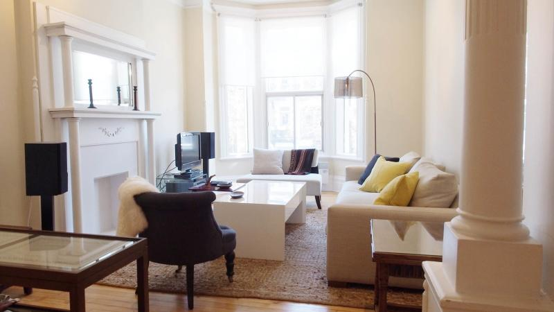 Charming Short Term Apartment In Mile End/plateau, vacation rental in Montreal