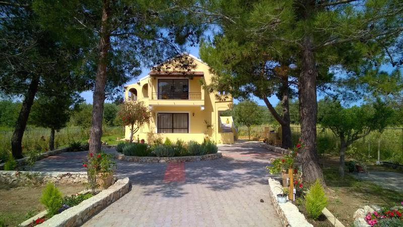 Charming Apts near the beach on Corfu island, vacation rental in Lefkimi