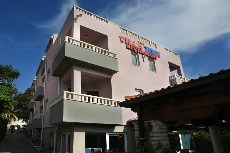 Villa Toni - Room, vacation rental in Sveti Filip i Jakov
