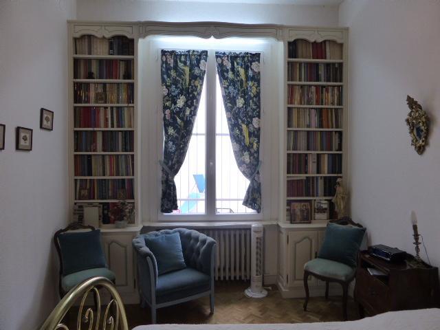 chambre bibliothèque donnant sur terrasse