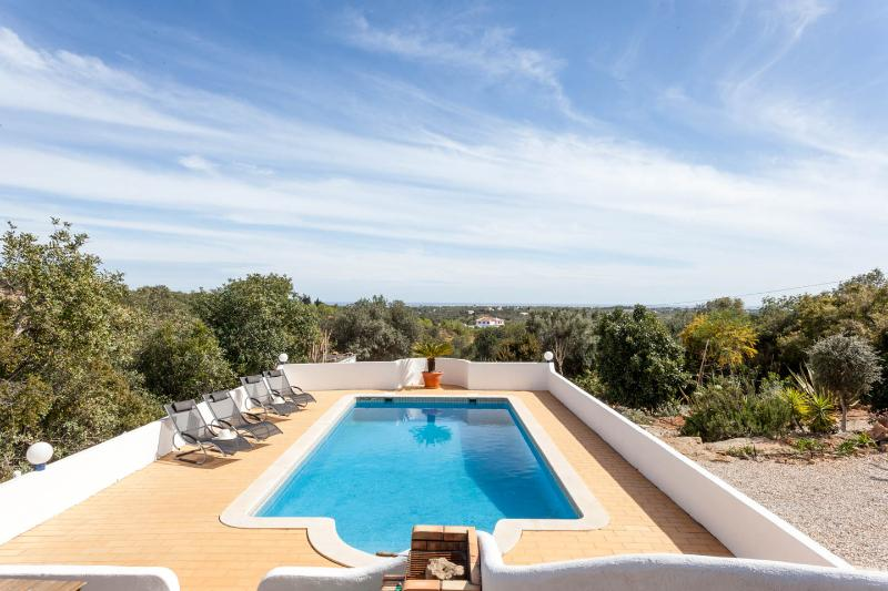 A hidden paradise near Faro Villa Violetta, holiday rental in Pechao
