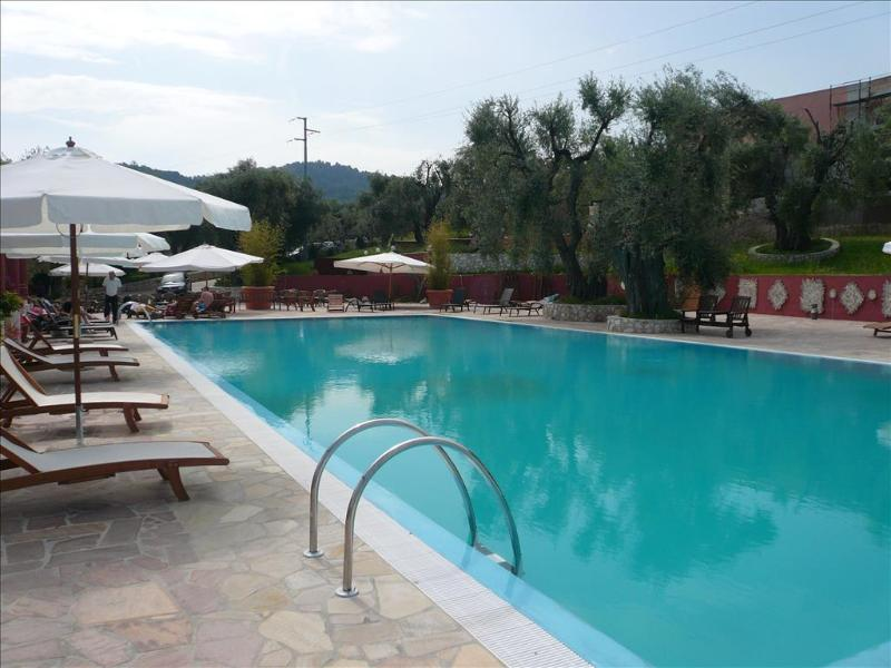 Zagara House - apartment in a residence with pool and access to the beach, holiday rental in Letojanni