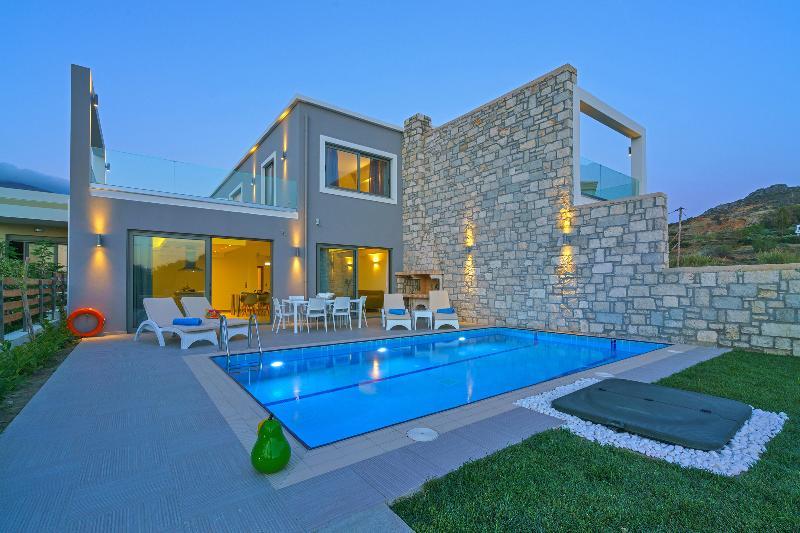 Plakias Seaside Residences - Iakinthos, holiday rental in Mariou