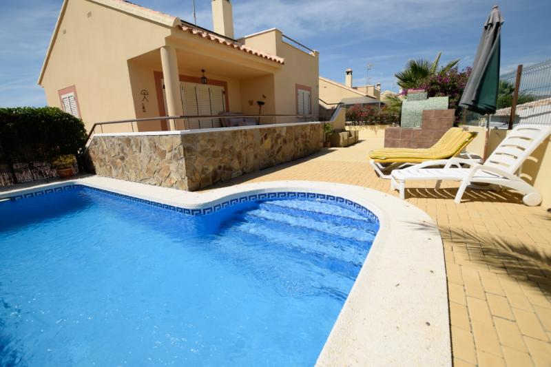 Villa Marissa is a luxury 2 bed Villa with Pool, holiday rental in Arboleas