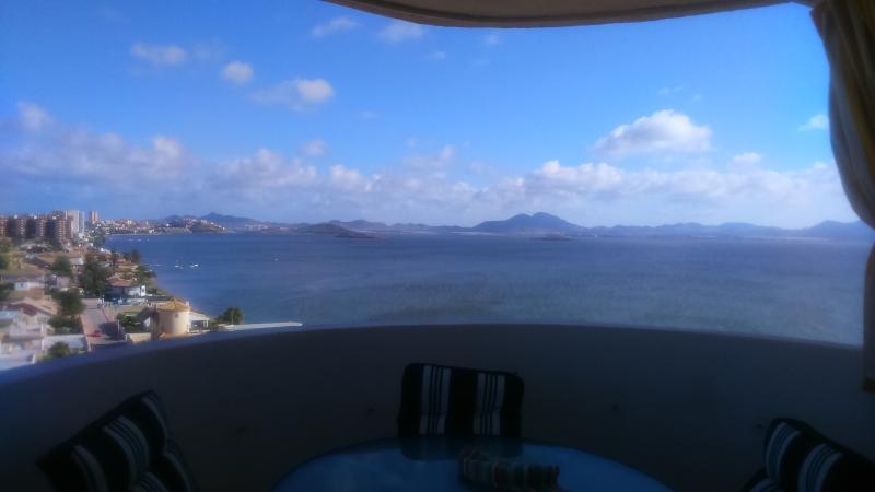 Estupendo ático 110m con espectacular terraza190m, location de vacances à San Fernando de Henares