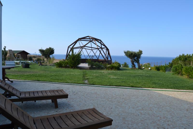 giardino con cupola geodetica