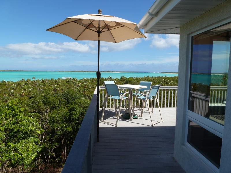 BEACHFRONT HOME w/STUNNING VIEWS  SECLUDED  QUIET, holiday rental in Deadman's Cay