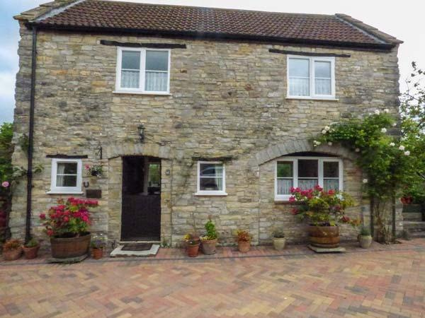 THE COACH HOUSE, country cottage, patio, pretty views, in Henton, Wells, Ref, vacation rental in West Pennard