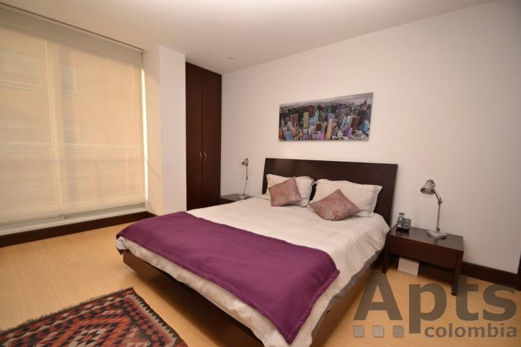 VERONICA B   1 Bed Executive Studio Apartment With Walk In Closet (Zona T)