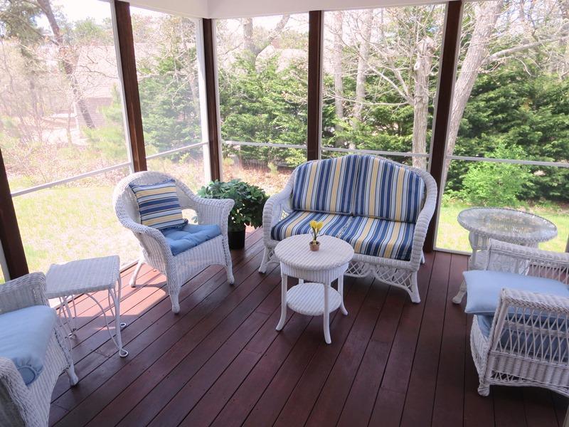 Screening i veranda bort av matsalen - 30 Cockle Cove Road Chatham Cape Cod New England Semesterbostäder