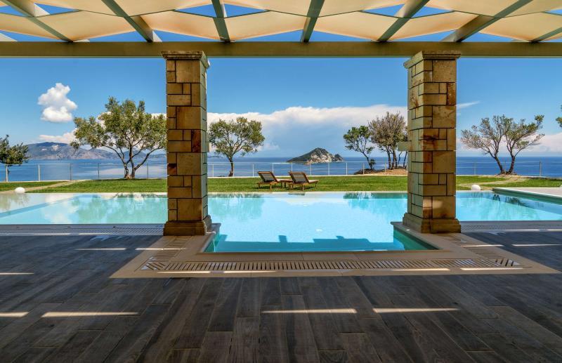 Artina Villa Luxury 3-Bedroom Private Pool Villa, alquiler vacacional en Zakynthos