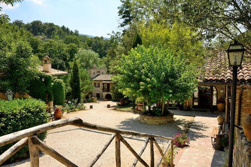 Appartamento con piscina Le Querce, holiday rental in San Presto
