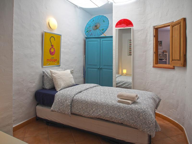 Second bedroom with single or twin beds