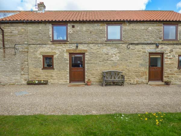 HARVEST COTTAGE, pet friendly, character holiday cottage with WiFi, with a, vakantiewoning in Levisham