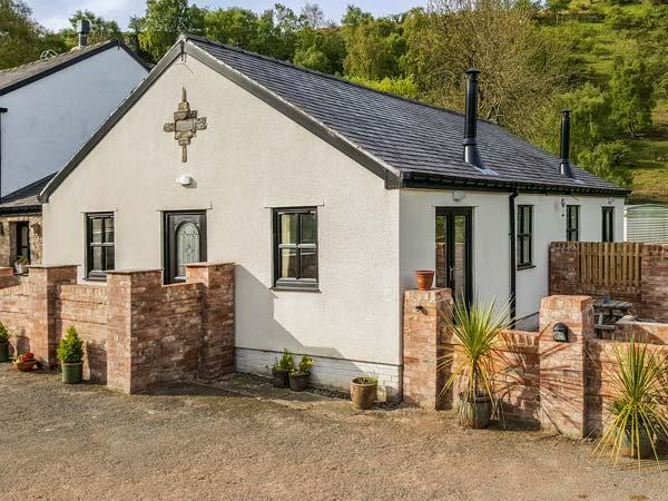 MEADOW VIEW, woodburner, private patio, pet-friendly, WiFi, nr Ruthin, Ref, Ferienwohnung in Llanbedr Dyffryn Clwyd