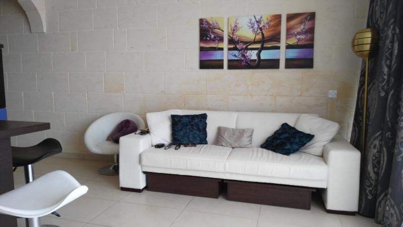 Lounge with coffee tables under sofa
