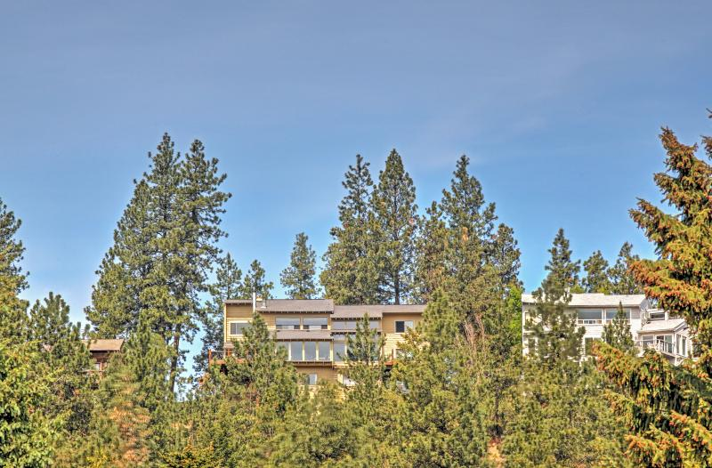 Nestled in the trees, Forever Views blends beautifully into the nature.