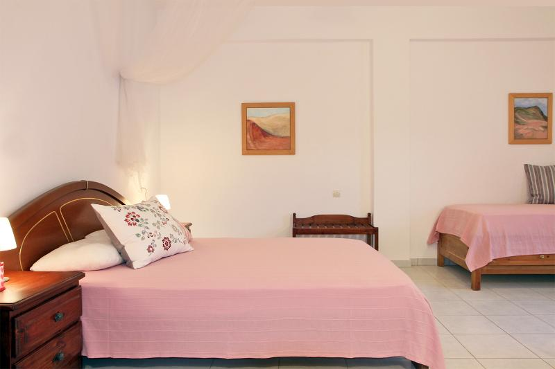 The Pink Studio, holiday rental in Stafylos