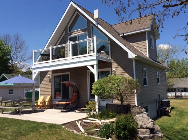 The Beach House, (Now booking 2020, Aug 29-Sept 5), vacation rental in Port Colborne