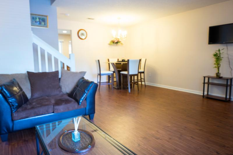 Lovely 2 bedroom Townhome ( shadow ), vacation rental in North Charleston
