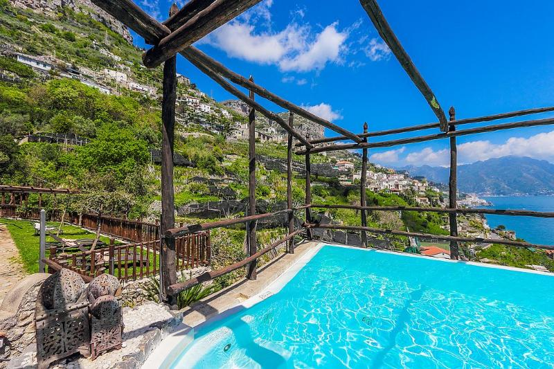 Amalfi Villa Sleeps 12 with Pool Air Con and WiFi - 5228639, vacation rental in Vettica