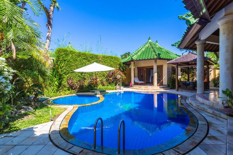 Luxury Villa in Sanur Bali, rent as 1/2/3 bedroom . And wheel chair  friendly, location de vacances à Sanur