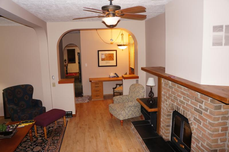 Cottage feel home in Inglewood 5 minutes to downtown Calgary.