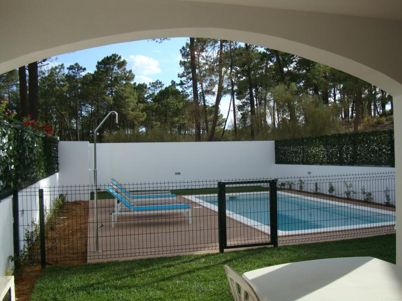 Wonderful 4 bed 3 bath house. Pool. walking to beach., alquiler vacacional en Sao Bartolomeu