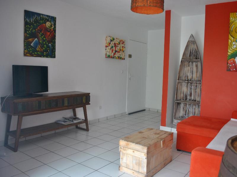 Salon avec Tv Lcd (Tnt) , Wifi.
