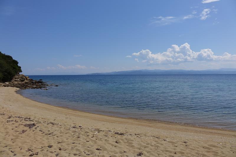 """""""Vamvakia"""" é a praia mais próxima ..."""