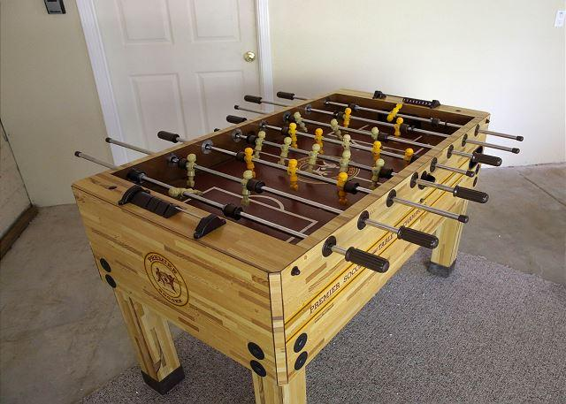 Fuss ball table